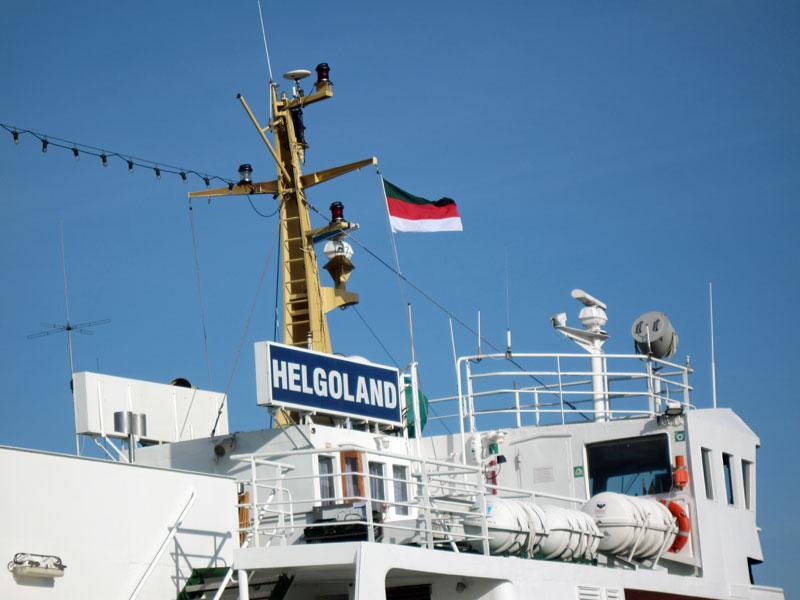 Von Hooksiel nach Helgoland. Fähre im Hafen von Helgoland.