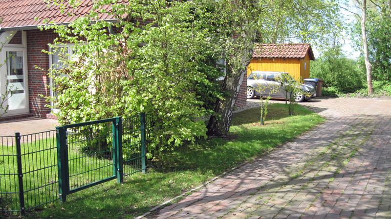 Zufahrt-und-Garten